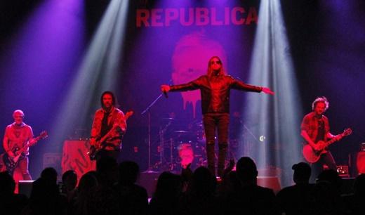 Com boa qualidade de som para uma banda de abertura, o Republica mandou um ótimo classic