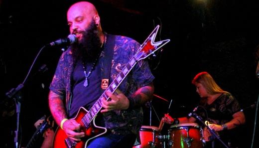 O vocalista e guitarrista do Tamuya Thrash Tribe, Luciano Vassam: Alceu valença versão pesada