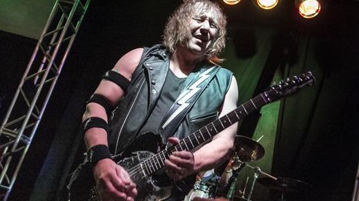 O guitarrista e grande agitador do público, Mark Gallagher, animadaço com o show do Rio