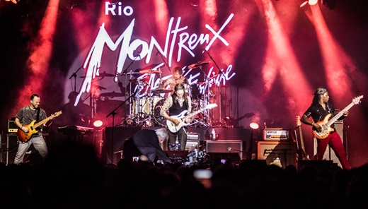 Dave Weiner, Jeremy Colson, Steve Vai e o baixista Philip Bynoe brilham no palco Rio Montreux