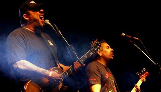 O guitarrista e vocalista do Hateen, Rodrigo Koala, único remanescente da formação original do grupo