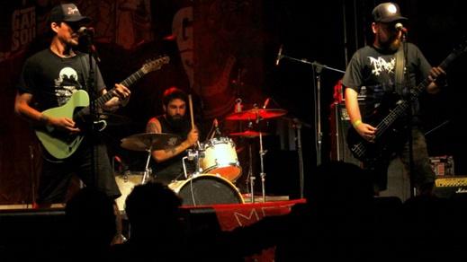 Descarga sonora: o Surra teve o show de maior apelo de público da edição carioca do Garage Sounds