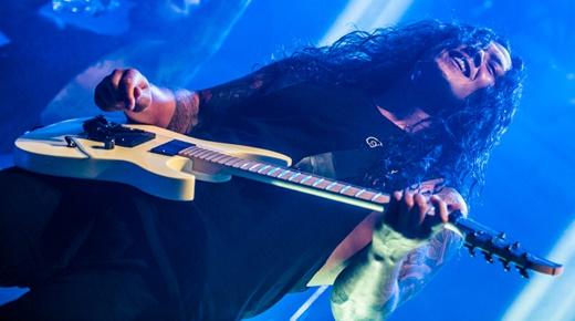 Duelos extra-melódicos: o guitarrista Nick Hipa, destaque nos solos ao lado de Phil Sgrosso