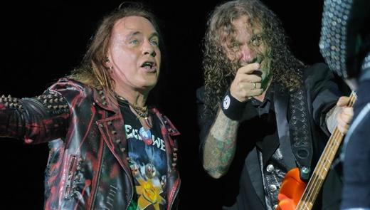 Andi Deris ao lado do baixista Markus Grosskopf: músicas da 'era Keepers' são prioridade no show