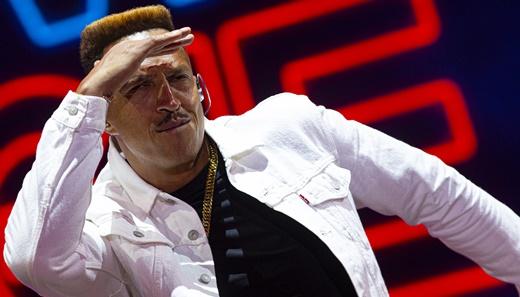 Todo de branco, Mano Brown mostra as músicas do elogiado álbum 'Boogie Naipe' no Rock In Rio