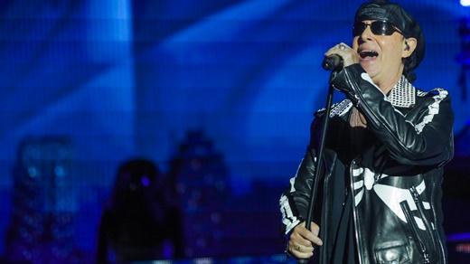 O vocalista do Scorpions, Klaus Meine, segue encantando plateias com a voz anasalada que lhe é peculiar