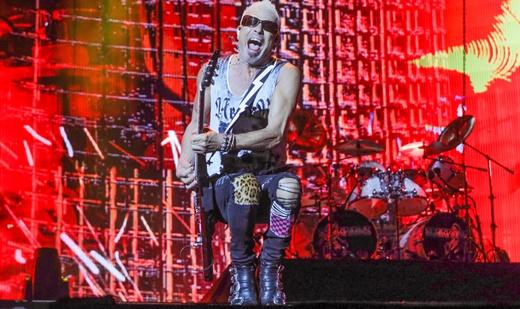 O guitarrista Rudolf Schenker, figuraça inquieta e único remanescente da formação original do Scorpions