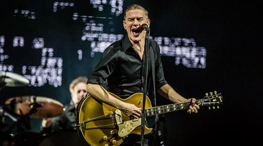 Bryan Adams se revezou entre guitarras e vilões e tocou ate harmônica no final do show do Rio