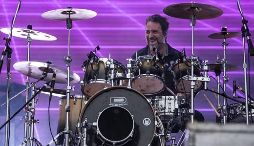 O sorridente baterista do Detonautas, Fabio Brasil, um dos remanescentes da formação original