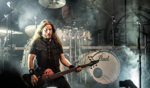 O baixista Rob van der Loo, o mais novo nessa formação do Epica, e o baterista Arien van Weesenbeek