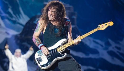 A performance de Steve Harris, fundador do Maiden e um dos maiores baixistas da história do rock