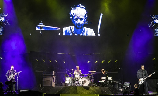 Vista geral do palco do Muse, em um dos raros momentos com a configuração tradicional da banda