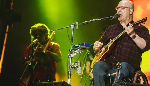 O guitarrista e vocalista do Paralamas do Sucesso, Herbert Vianna, no show de domingo no Palco Mundo