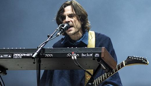 Guitarrista e tecladista, Brian Bell também ajuda nos vocais e canta em 'Paranoid', do Black Sabbath