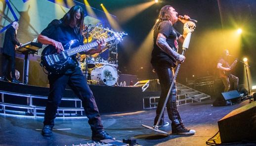 O tecladista Jordan Rudess, o baixista John Myung, James LaBrie e o guitarrista John Petrucci