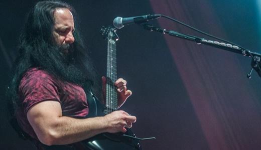 Todo o feeling de Petrucci, o condutor do bem acabado espetáculo promovido pelo Dream Theater