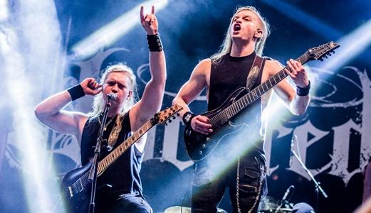 Os irmãos Zak e Rex Cox, ambos guitarristas técnicos e donos da bola no promissor Uncured
